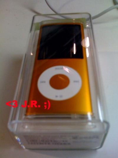 233313-ipod-nano-4g-spy1-400.jpg